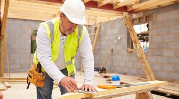 Не горит и не фонит. Из чего лучше строить дом — из дерева или камня?