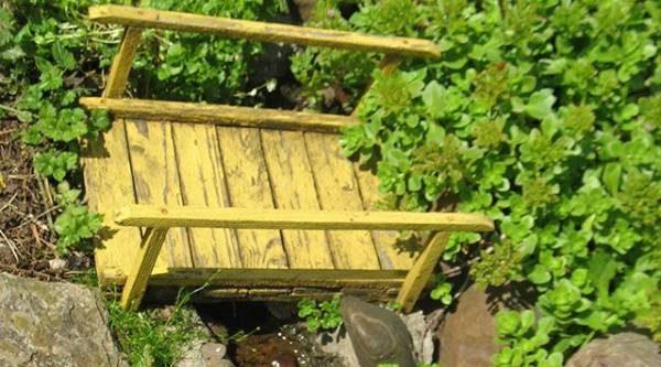Декоративный мостик. Как украсить пруд с помощью подручных материалов?