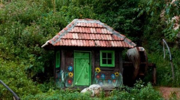 Раскрась мир вокруг! Садовые постройки могут радовать глаз