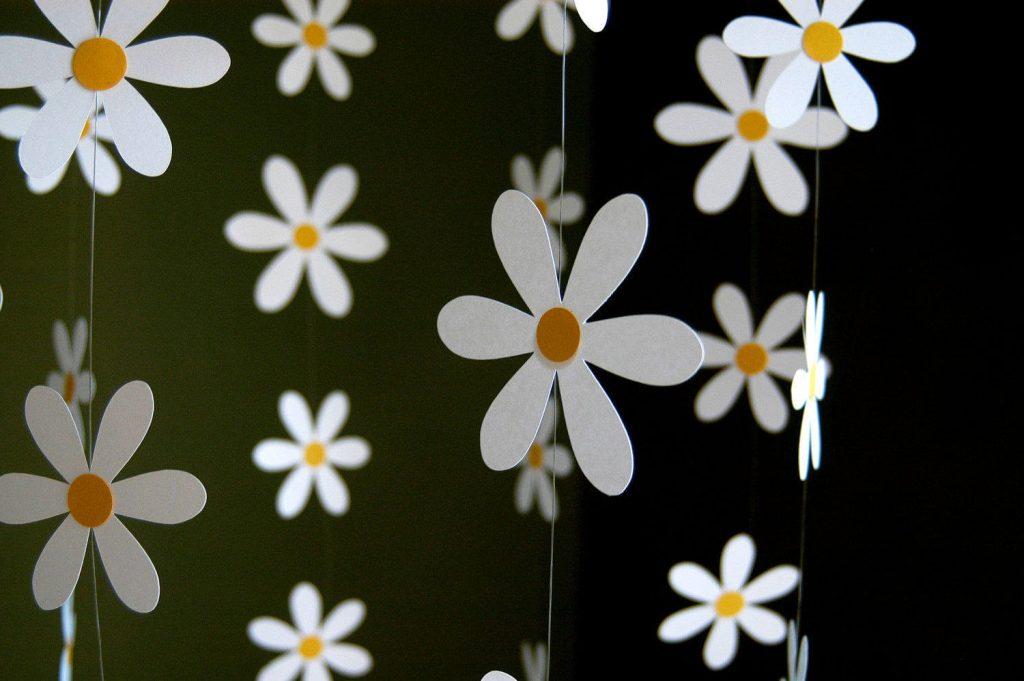 вертикальные цветочные гирлянды