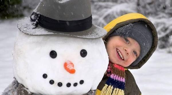 Зимние забавы. Каких необычных снеговиков можно слепить на даче